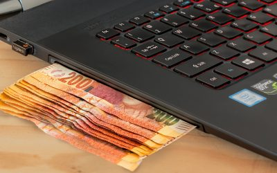 Why you should consider investing in an online business